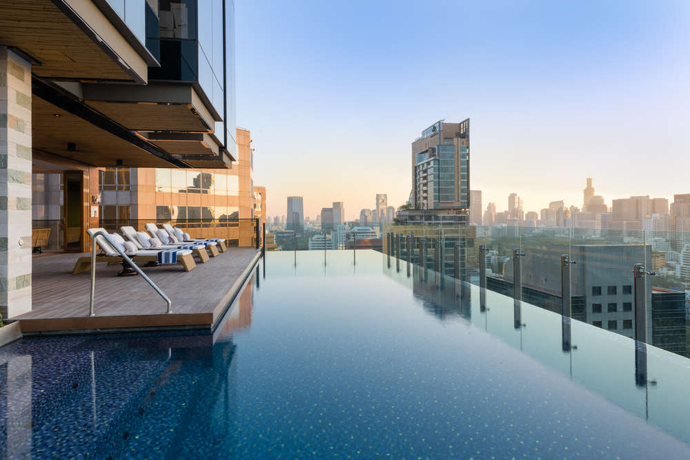 Hotel indigo opens in bangkok thailand the shutterwhale for Hotel nice piscine sur le toit