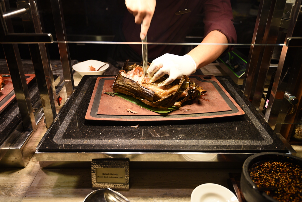 Bebek Betutu Live Carving Station at the Mandarin Oriental, Singapore
