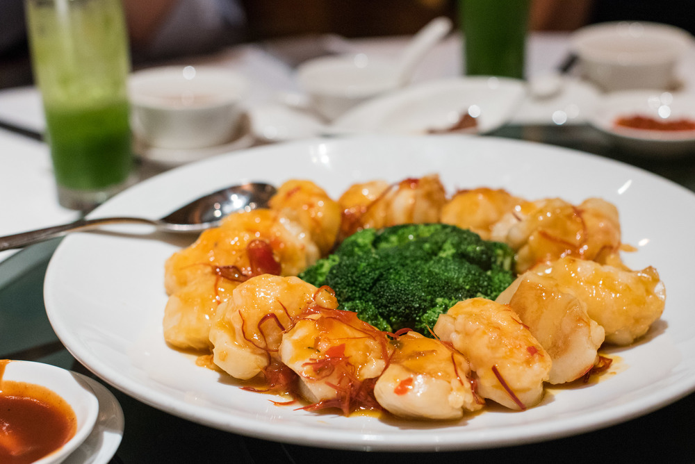 Pan Fried Fresh Scallop, Shrimp Paste & Broccoli with Spicy Szechuan Sauce (S$32++)