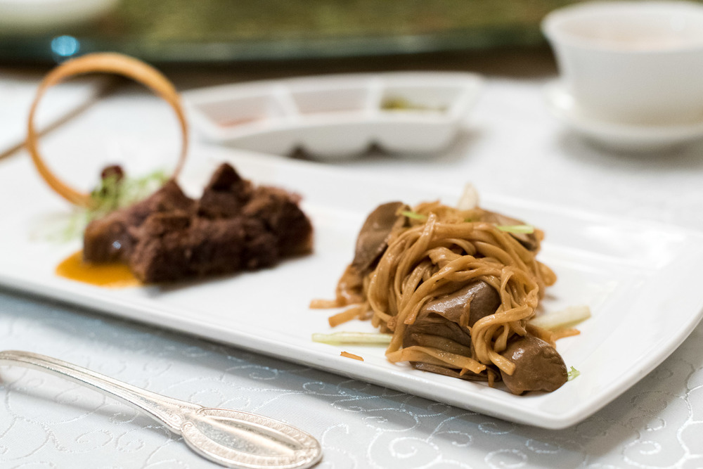 Baked Beef Ribs with Herbs served with Ee-fu Noodles (香草焗牛肋骨配伊面)