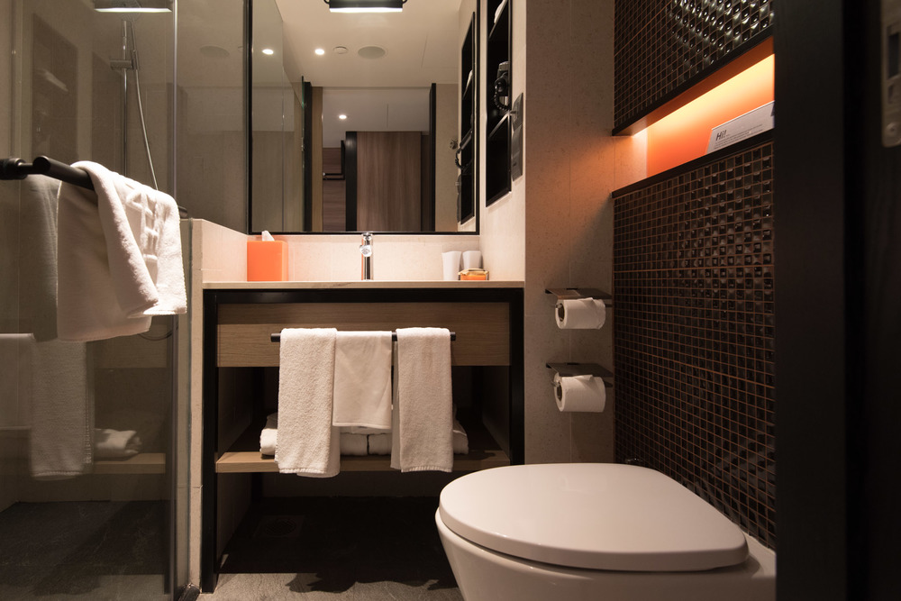 Bathroom of Club Room (Hotel Jen Tanglin)