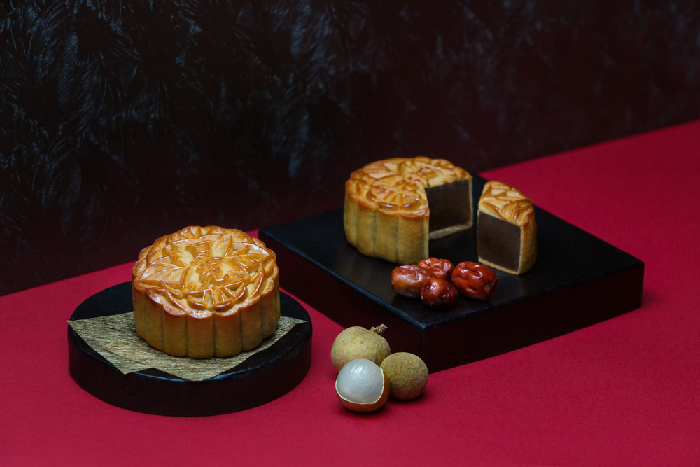 Red Date Ginger Tea with Longan Mooncakes (S$60+) | Photo Credit: The Ritz-Carlton, Millenia Singapore