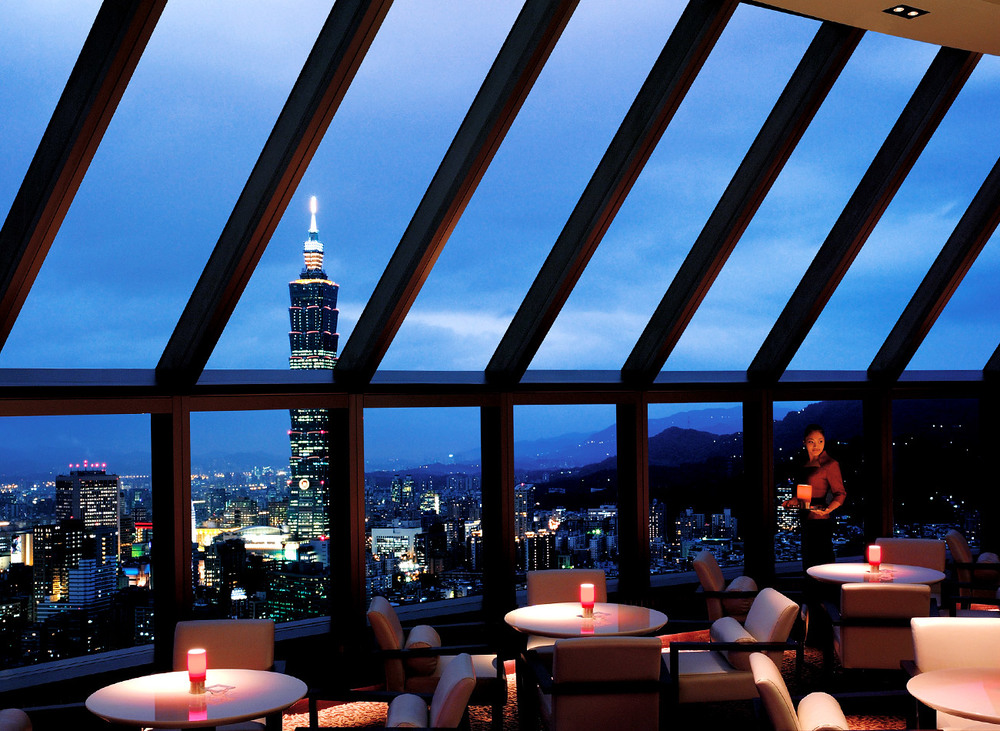 Marco Polo Lounge | Photo Credit: Shangri-La's Far Eastern Plaza Hotel