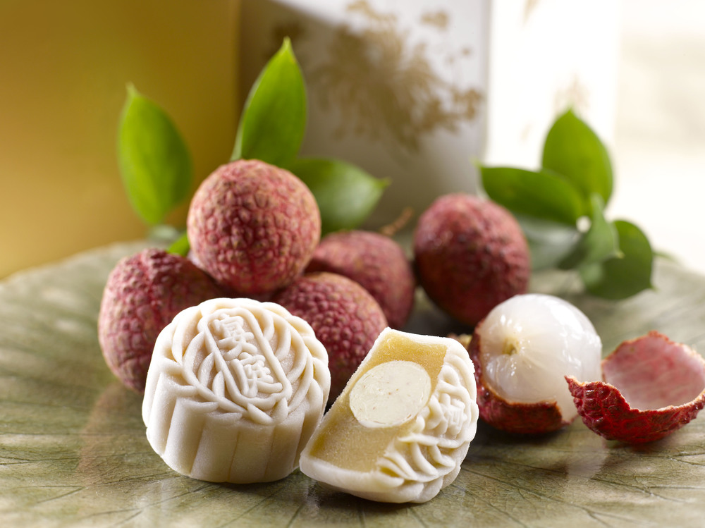 White Lotus Paste with Lychee Martini Truffle Mooncake (S$75+ for a box of 8) | Photo Credit: The St. Regis Singapore