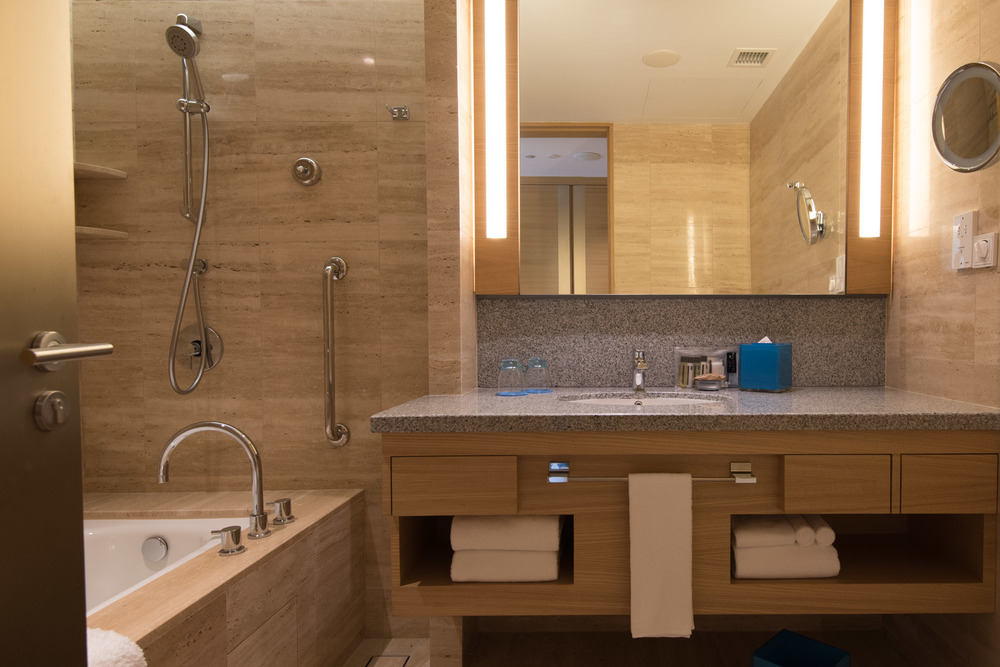 Deluxe Room Bathroom - Hotel Jen Orchardgateway Singapore