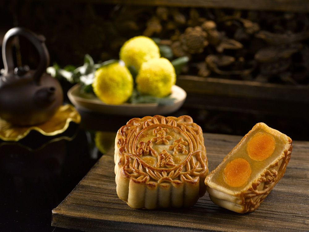 White Lotus Paste with Double Yolk (S$79 for a box of 4) | Photo Credit: The St. Regis Singapore