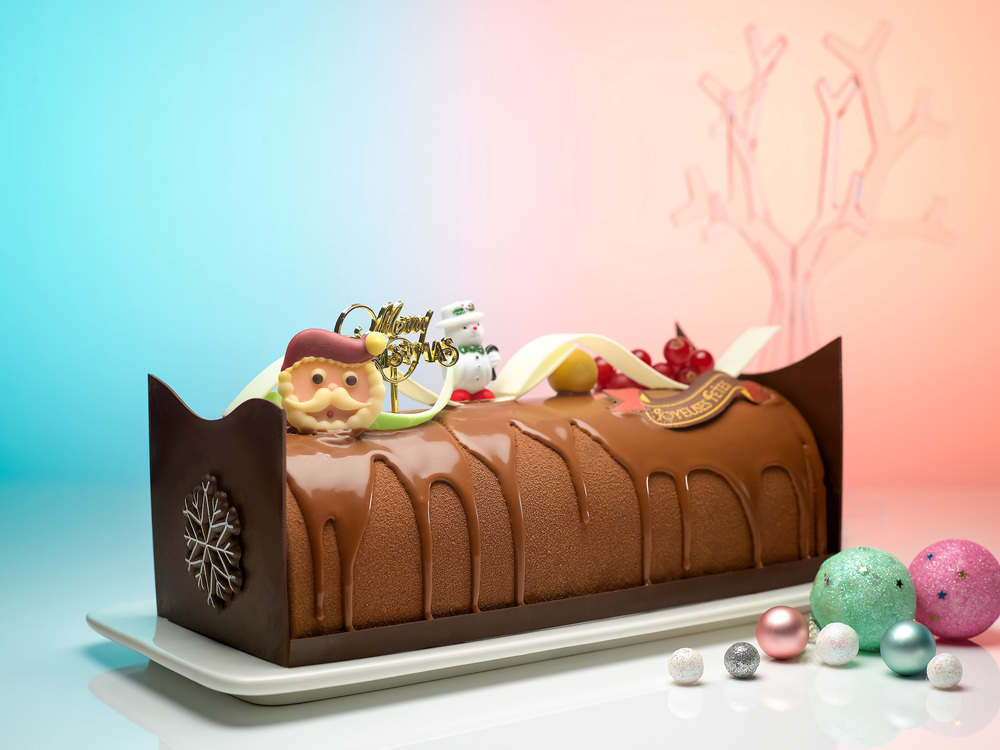 Chocolate Kumquat Log Cake (S$58+) | Photo Credit: Carlton Hotel Singapore