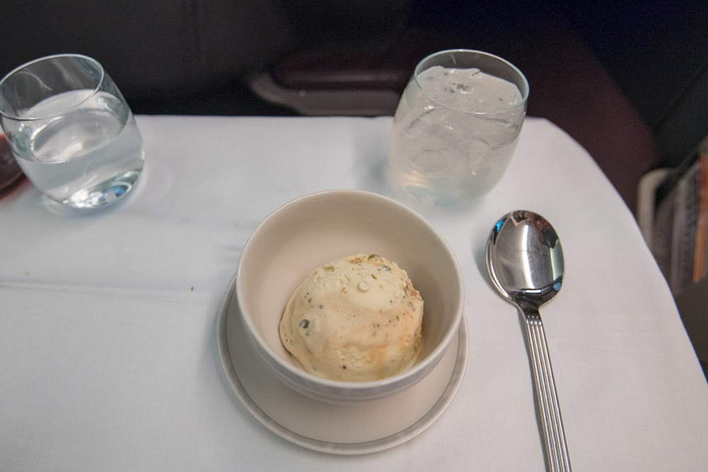 Salty Pistachio Praline Ice Cream   Boeing 777-300ER (  Business Class) - Singapore Airlines