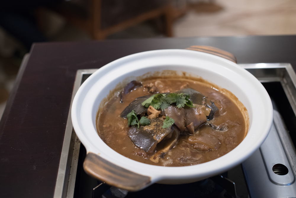 Braised Palea Turtle with Pork, Garlic and Mushrooms in Casserole - Winter Solstice (2015) Man Fu Yuan - InterContinental Singapore