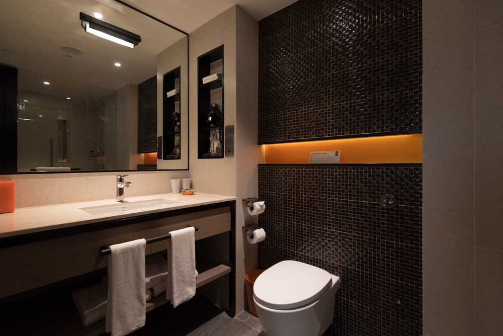 Executive Suite - Bathroom Hotel Jen Tanglin Singapore