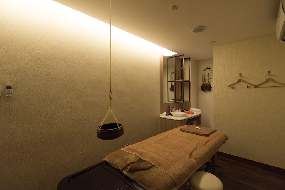Ayurveda Treatment Room    St. Gregory Spa -   PARKROYAL on Beach Road