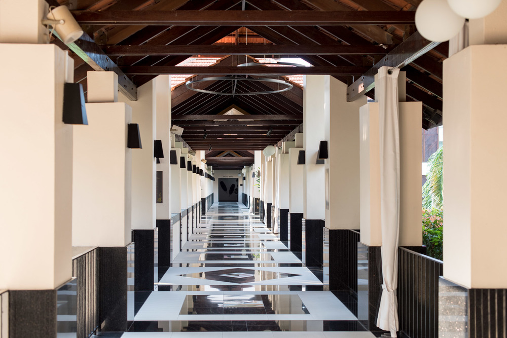 Walkway Sofitel Singapore Sentosa Resort & Spa