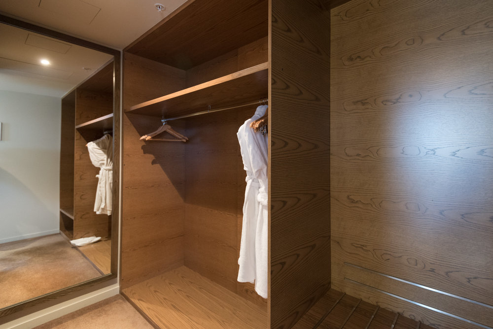 Walk-in Wardrobe and attached Powder Room Relaxation Suite - Hilton Melbourne South Wharf