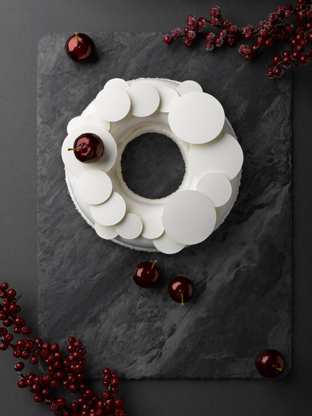 White Forest Christmas Wreath | Photo Credit: Mandarin Oriental, Singapore