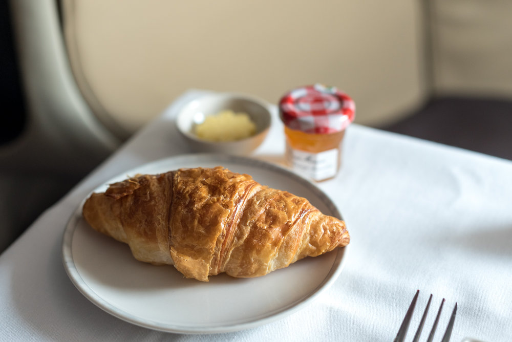 Breakfast Service - Bread Basket Singapore Airlines Business Class 777-300ER - SQ632 (SIN-HND)