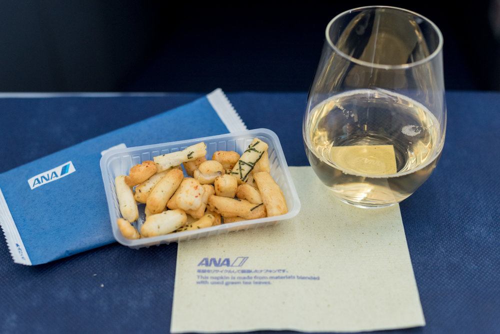 Rice Crackers and Champagne Canard Duchêne Cuvée Léonie Brut ANA Business Class 787-900 - NH859 (HND-HKG)