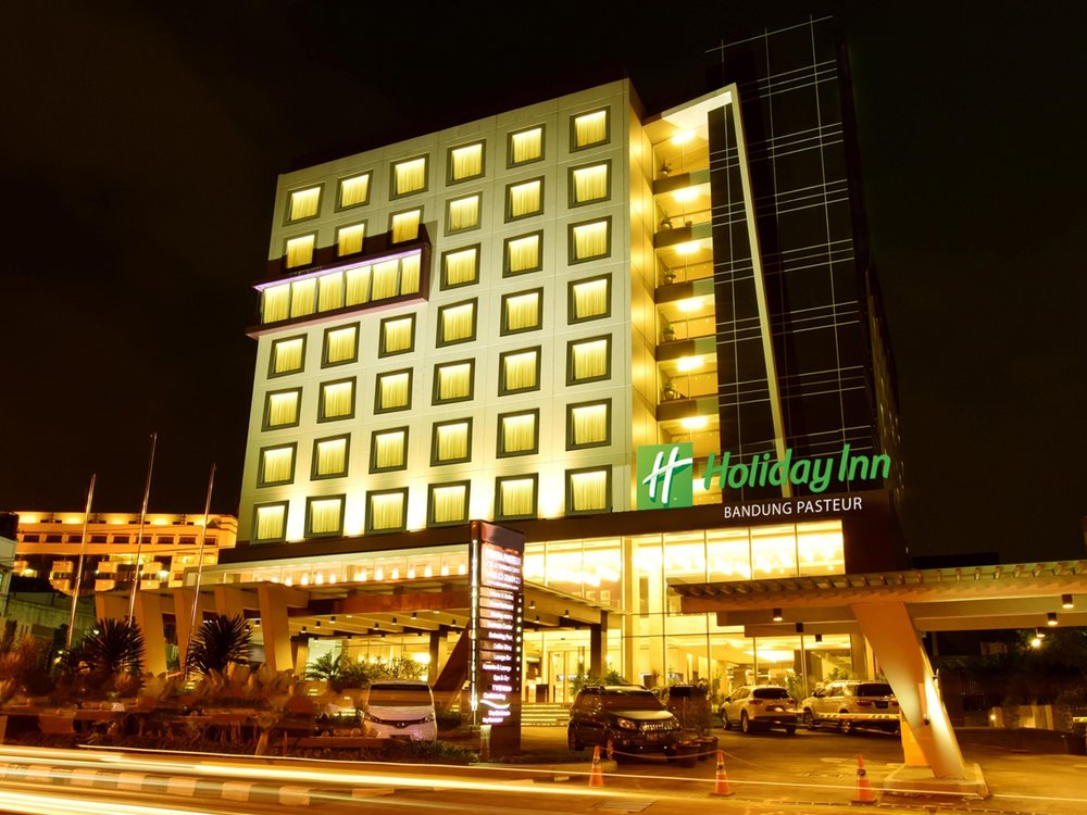 Hotel Facade | Photo Credit: Holiday Inn Bandung Pasteur