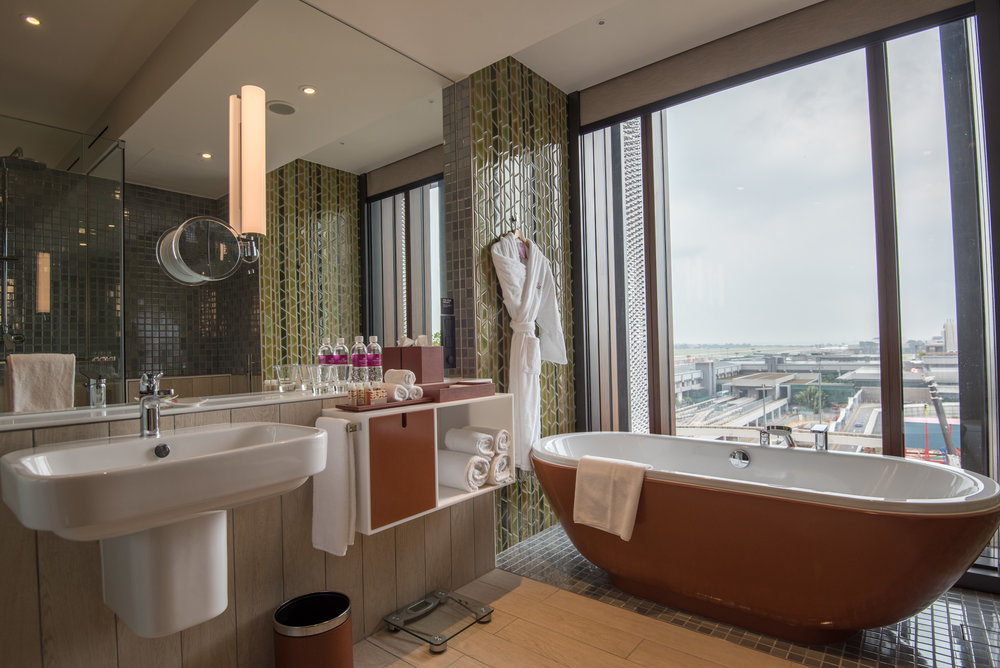 Bathroom - Business Room (King) Crowne Plaza Changi Airport