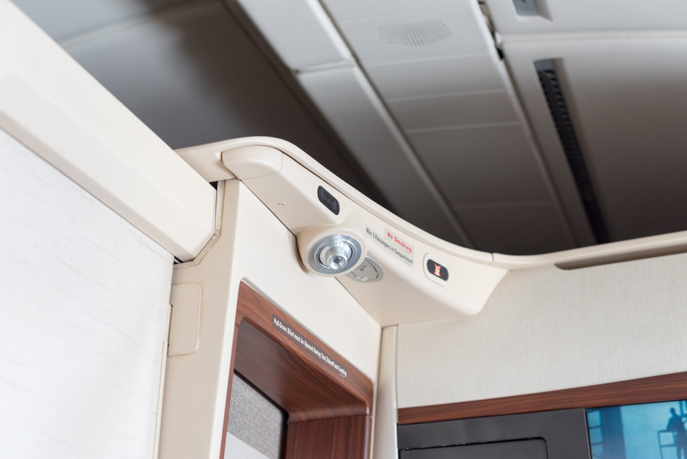 Coat Hanger Singapore Airlines Suites A380-800 - AKL to SIN