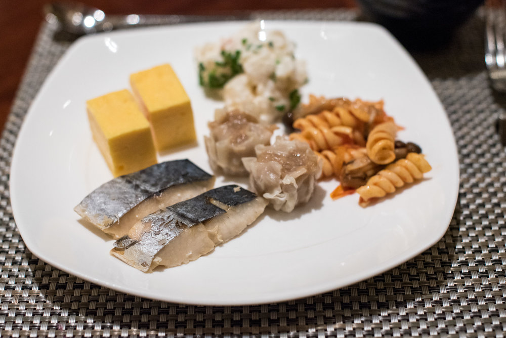 Buffet Breakfast at Marble Lounge  King Executive Room - Hilton Tokyo (Shinjuku)