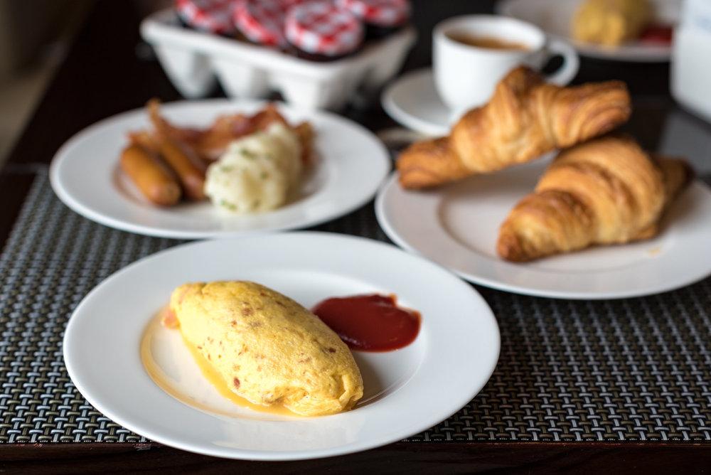 Breakfast at the Executive Lounge  King Executive Room - Hilton Tokyo (Shinjuku)