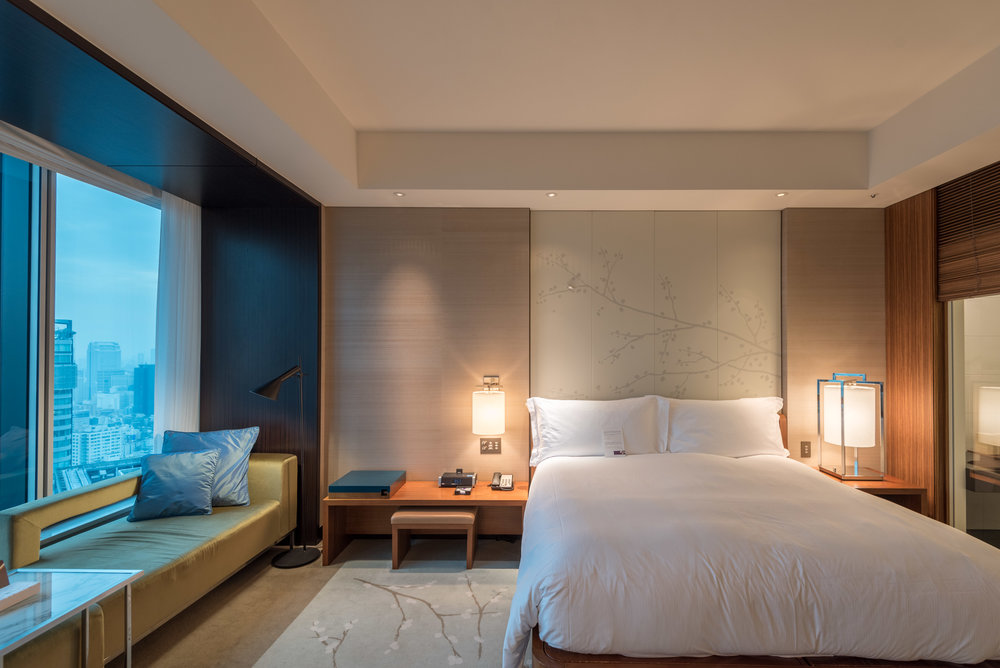 Bedside Table  King Executive Room Bay View - Conrad Tokyo