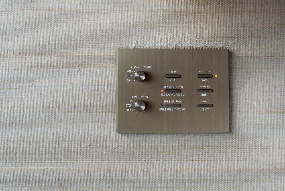 Bedside Controls  King Executive Room Bay View - Conrad Tokyo