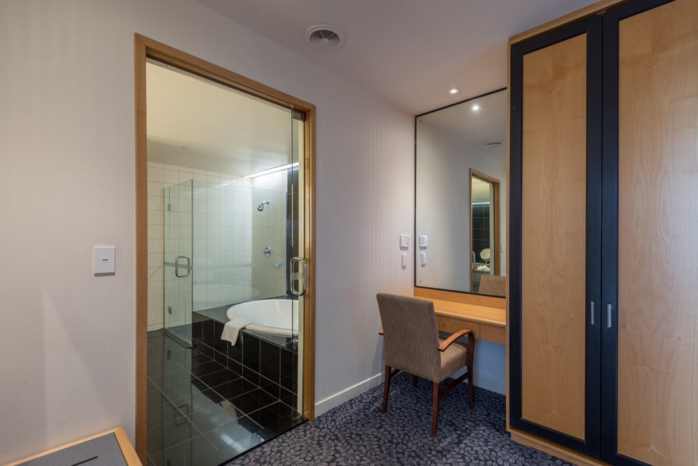 Walk-in Wardrobe and Bathroom (Upper Level) Executive Suite - Crowne Plaza Auckland