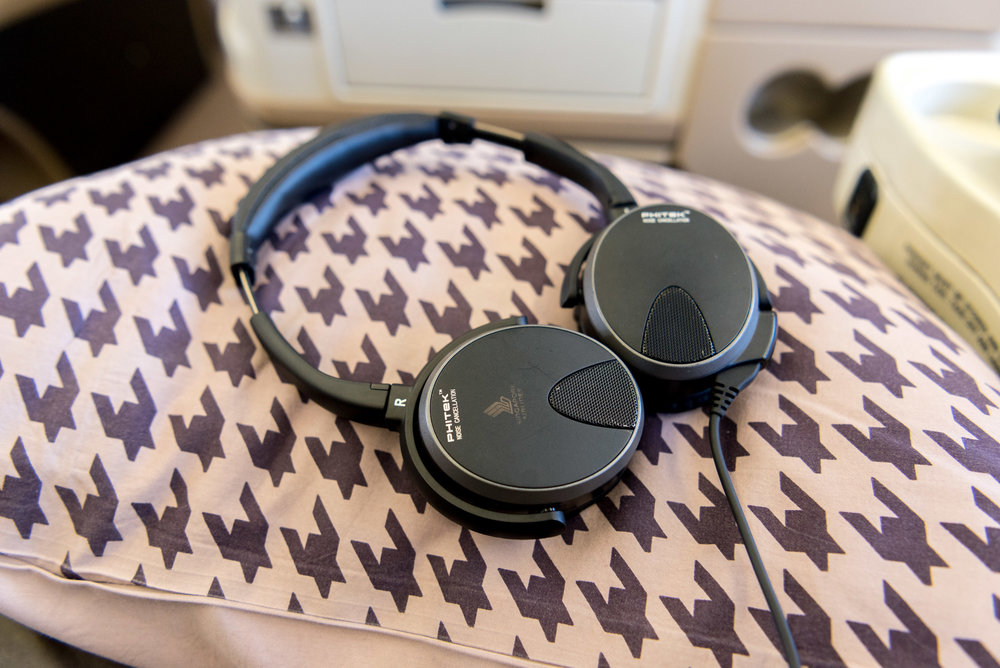 Phitek Earphones Singapore Airlines Business Class A330-300 - SIN to DPS
