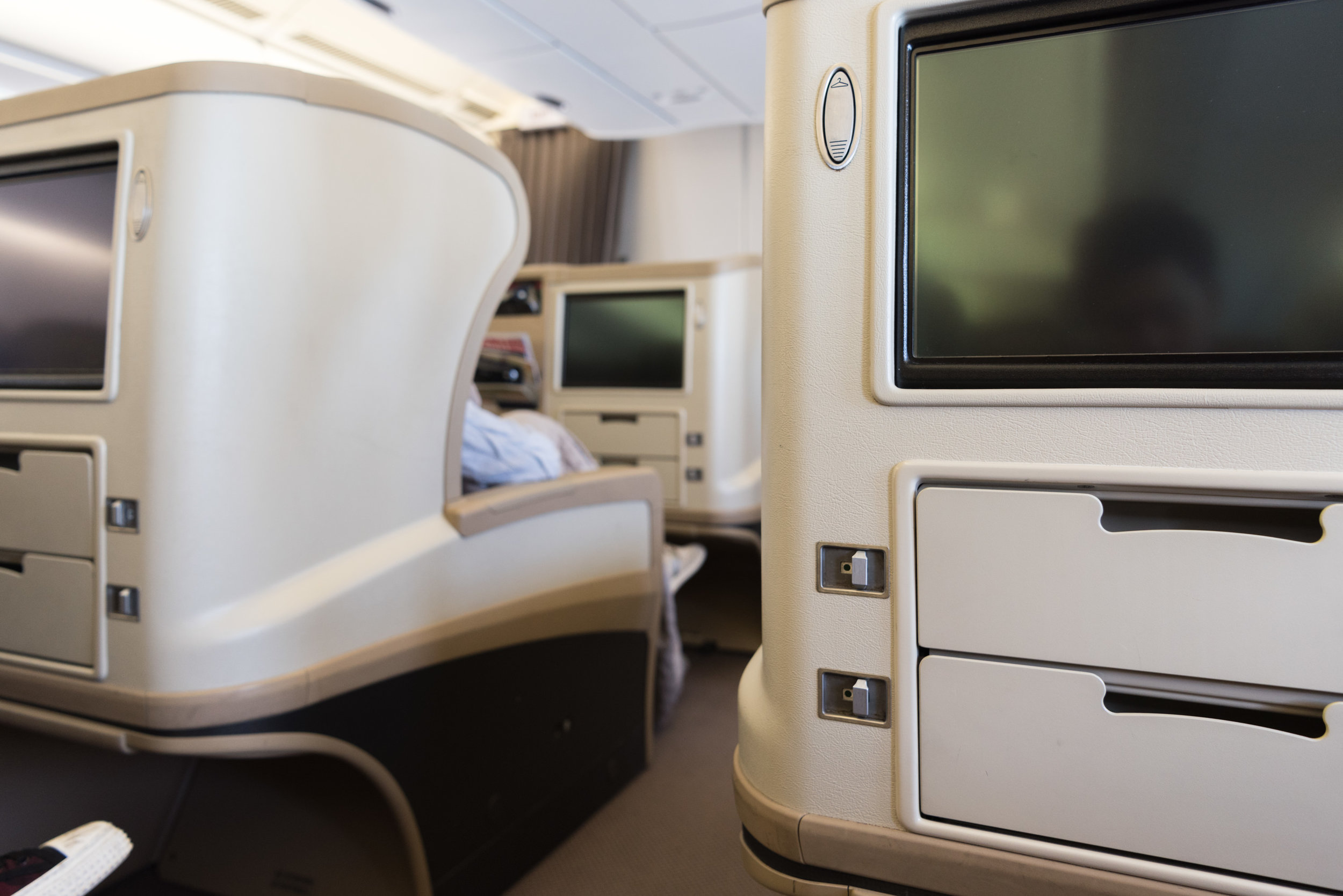 singapore airlines report On monday, one unhappy singapore airlines (sia) passenger had the  unpleasant experience of having his luggage tampered with during his.