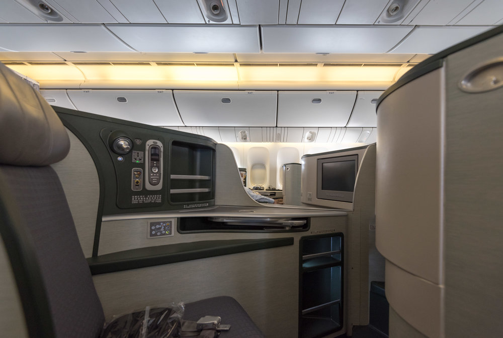 Business Cabin  EVA Air Royal Laurel 777-300ER - SIN to TPE (BR226)