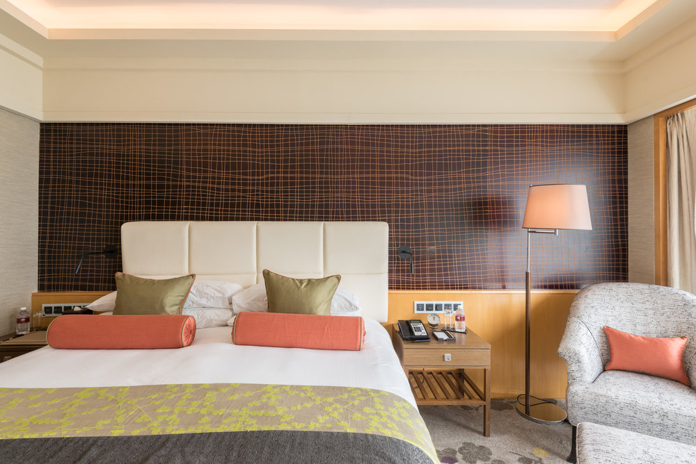 Plush King-size Bed  Club Marina Bay Room - Mandarin Oriental, Singapore