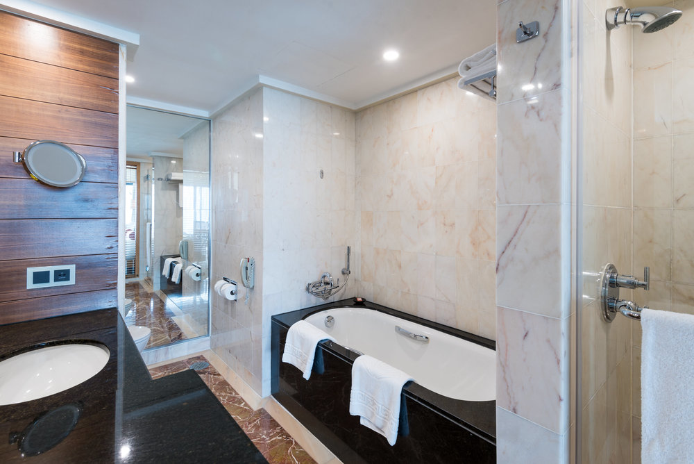 Bathroom Club Marina Bay Room - Mandarin Oriental, Singapore