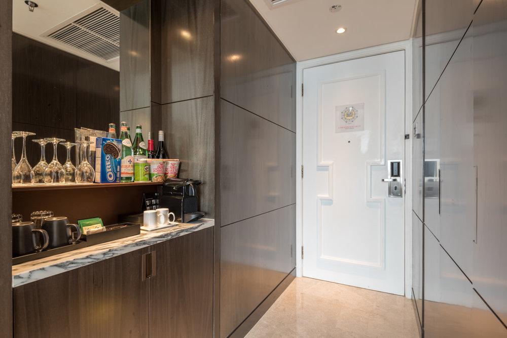 Entrance  Studio Room - Singapore Marriott Tang Plaza Hotel