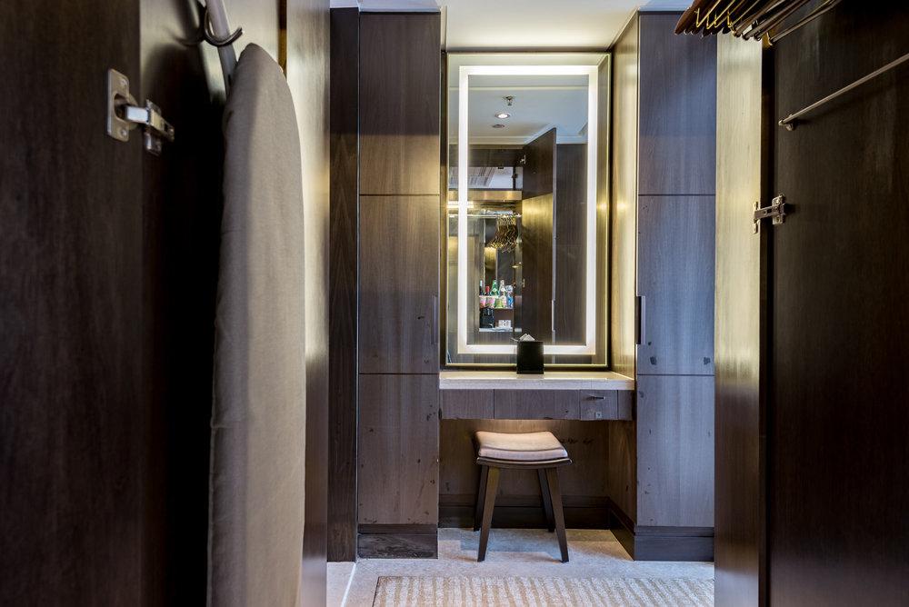 Dressing Table  Studio Room - Singapore Marriott Tang Plaza Hotel