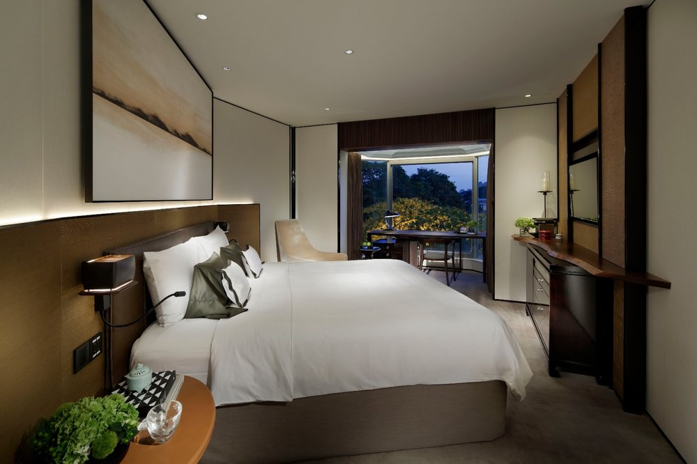 Refurbished Deluxe Room (Tower Wing) | Photo Credit: Shangri-La Hotel, Singapore
