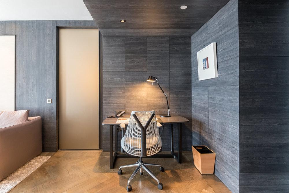 Work Desk Premier Suite - G Hotel Kelawai
