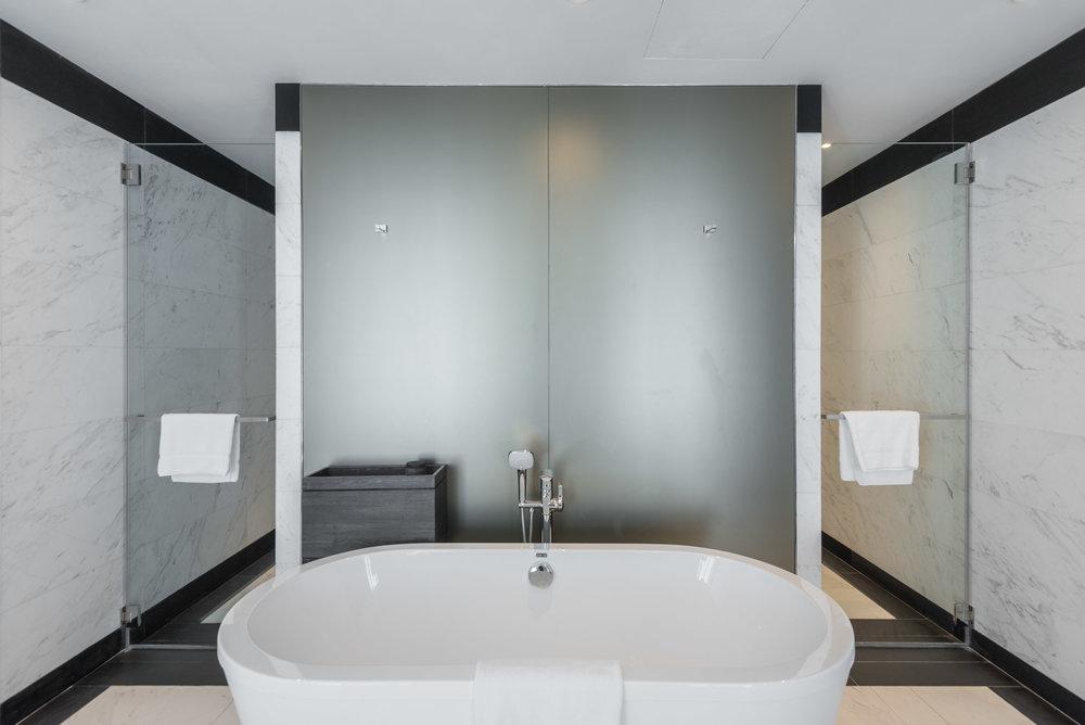 Bathtub Premier Suite - G Hotel Kelawai