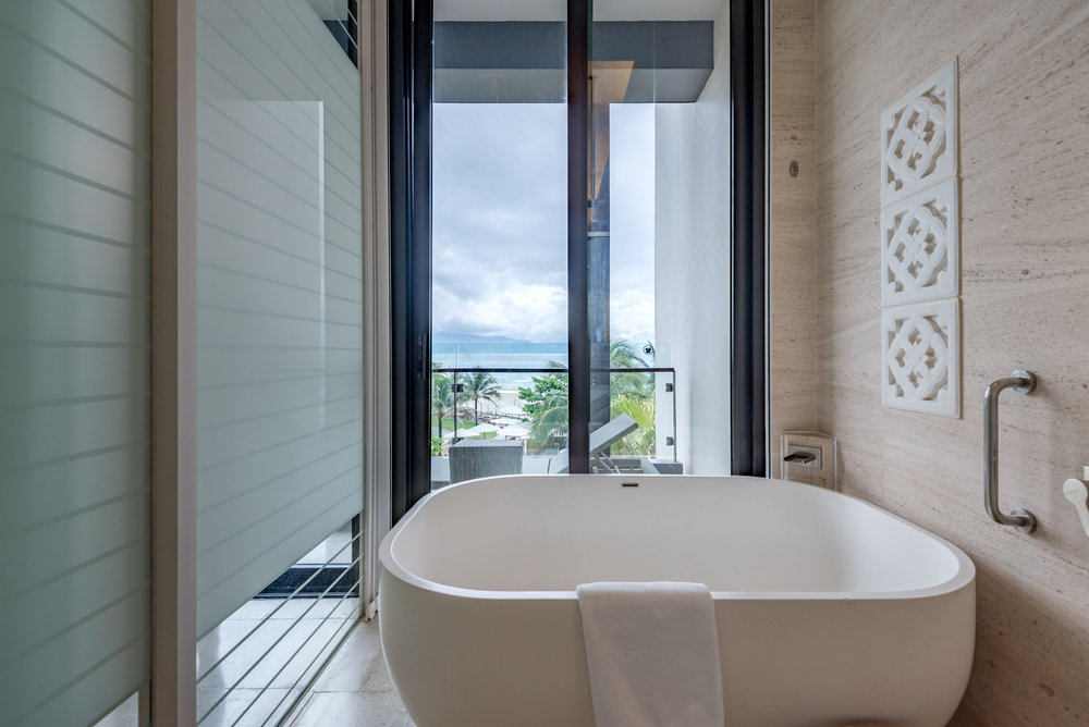 Bathtub Regency Suite - Hyatt Regency Danang Resort and Spa