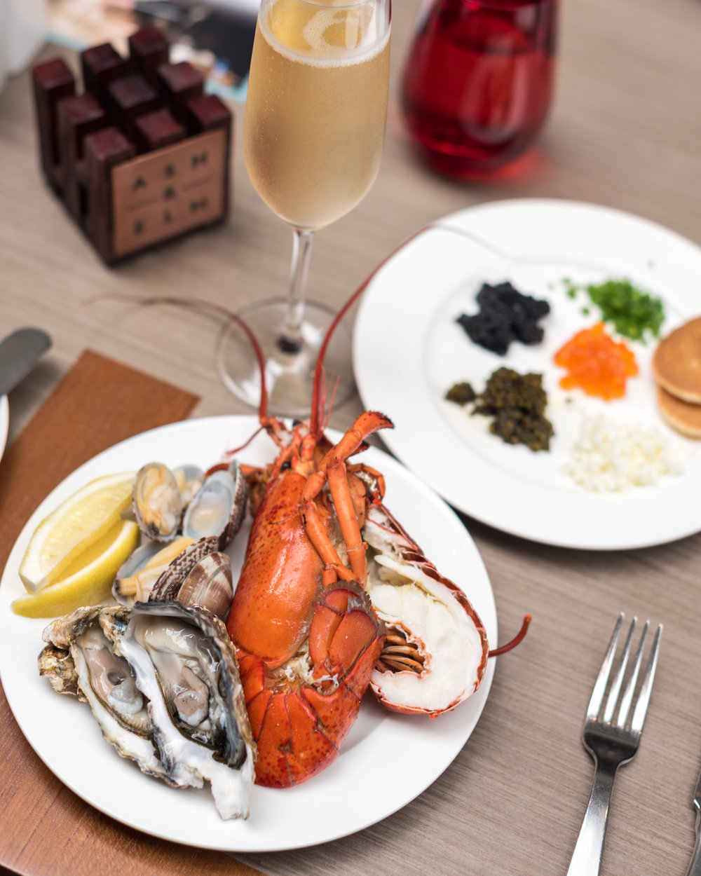 Fresh Seafood and Free-flowing Champagne Ash & Elm - InterContinental Singapore