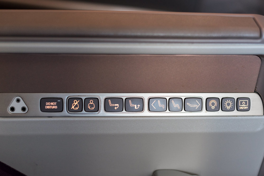 Seat Controls and Buttons  Singapore Airlines SQ856 Business - SIN to HKG