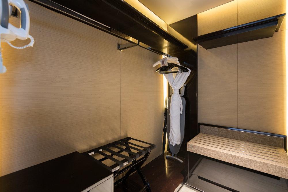 Walk-in Wardrobe  Deluxe Room -The St. Regis Shenzhen
