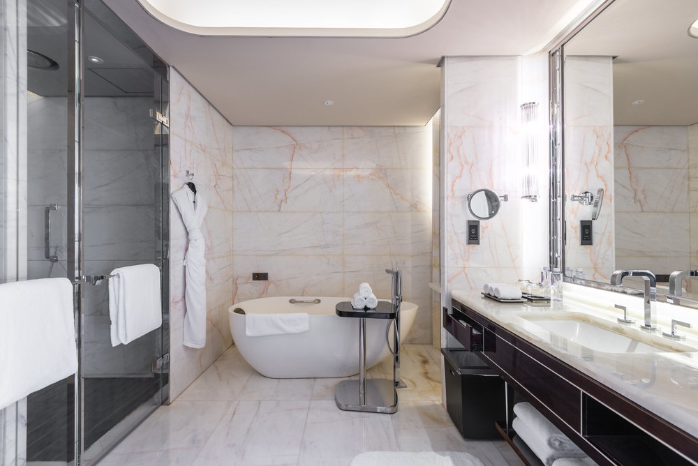 Bathroom and Bathtub   Deluxe Room - The St. Regis Shenzhen