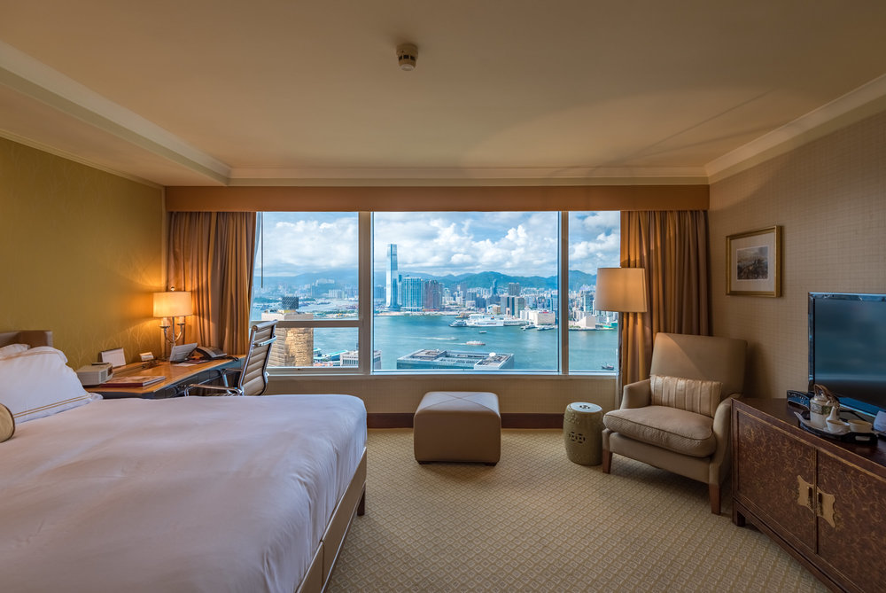 Bedroom  Executive Harbour View Room - Conrad Hong Kong