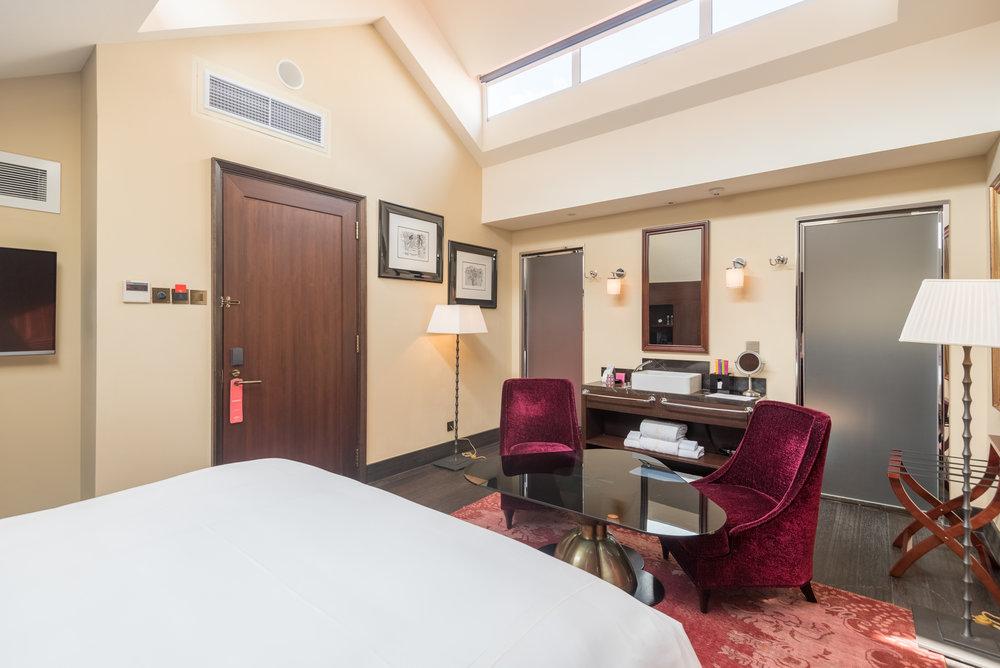 Seating Area Art Executive Club Suite - The Vagabond Club, A Tribute Portfolio Hotel, Singapore