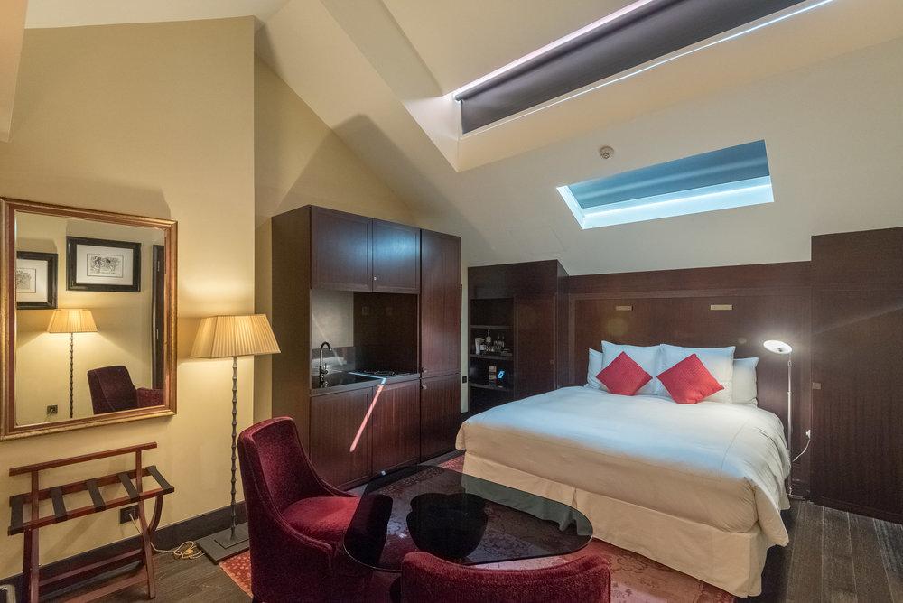 Skylight Closed  Art Executive Club Suite - The Vagabond Club, A Tribute Portfolio Hotel, Singapore