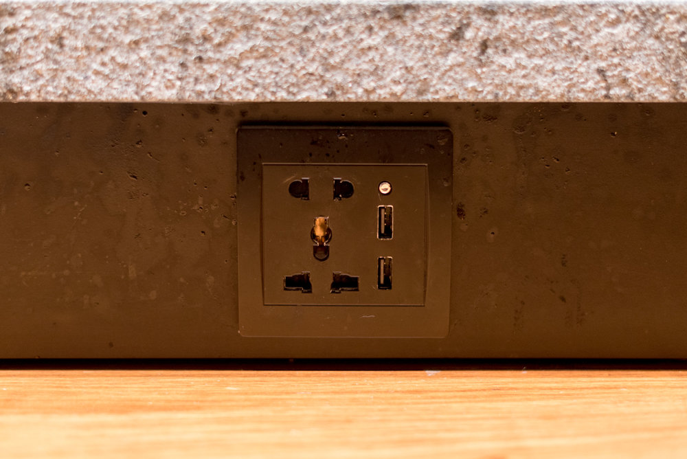 Universal Power Socket and USB Charging Ports  TGM - Singapore Changi Airport (Terminal 2)