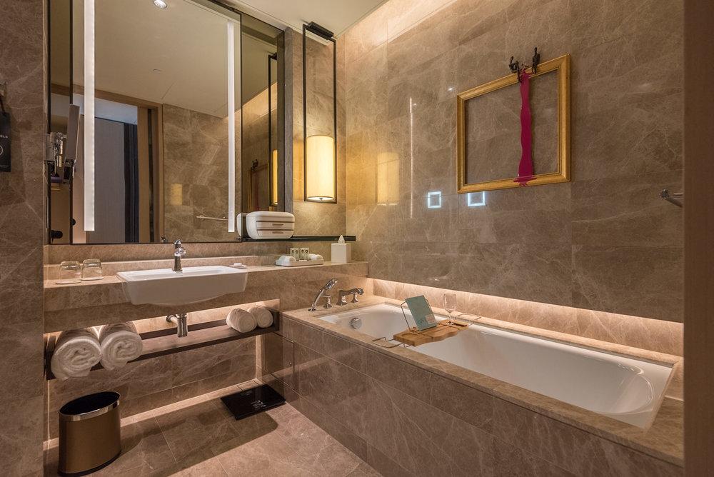 Bathroom  Luxury Room - Sofitel Singapore City Centre