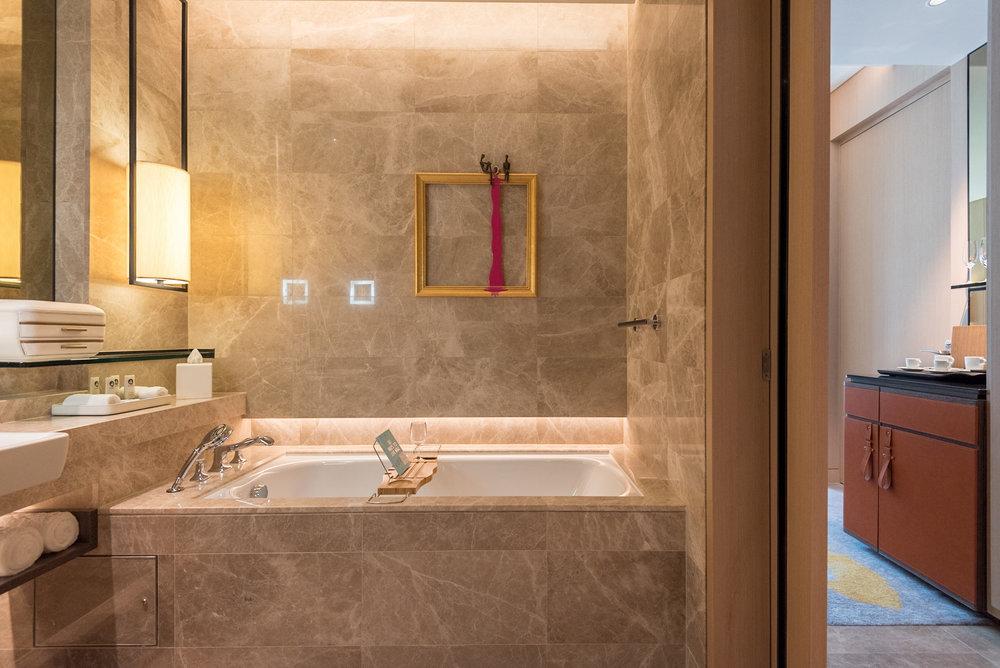 Bathtub  Luxury Room - Sofitel Singapore City Centre