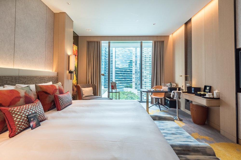 Bedroom  Luxury Room - Sofitel Singapore City Centre